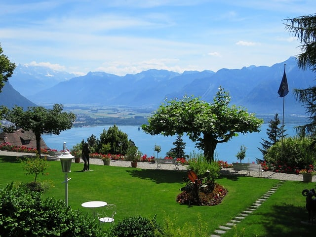Happiest Country on Earth - Garden Lake Geneva Switzerland - http://makeavisionboard.com/happiest-country-on-earth/
